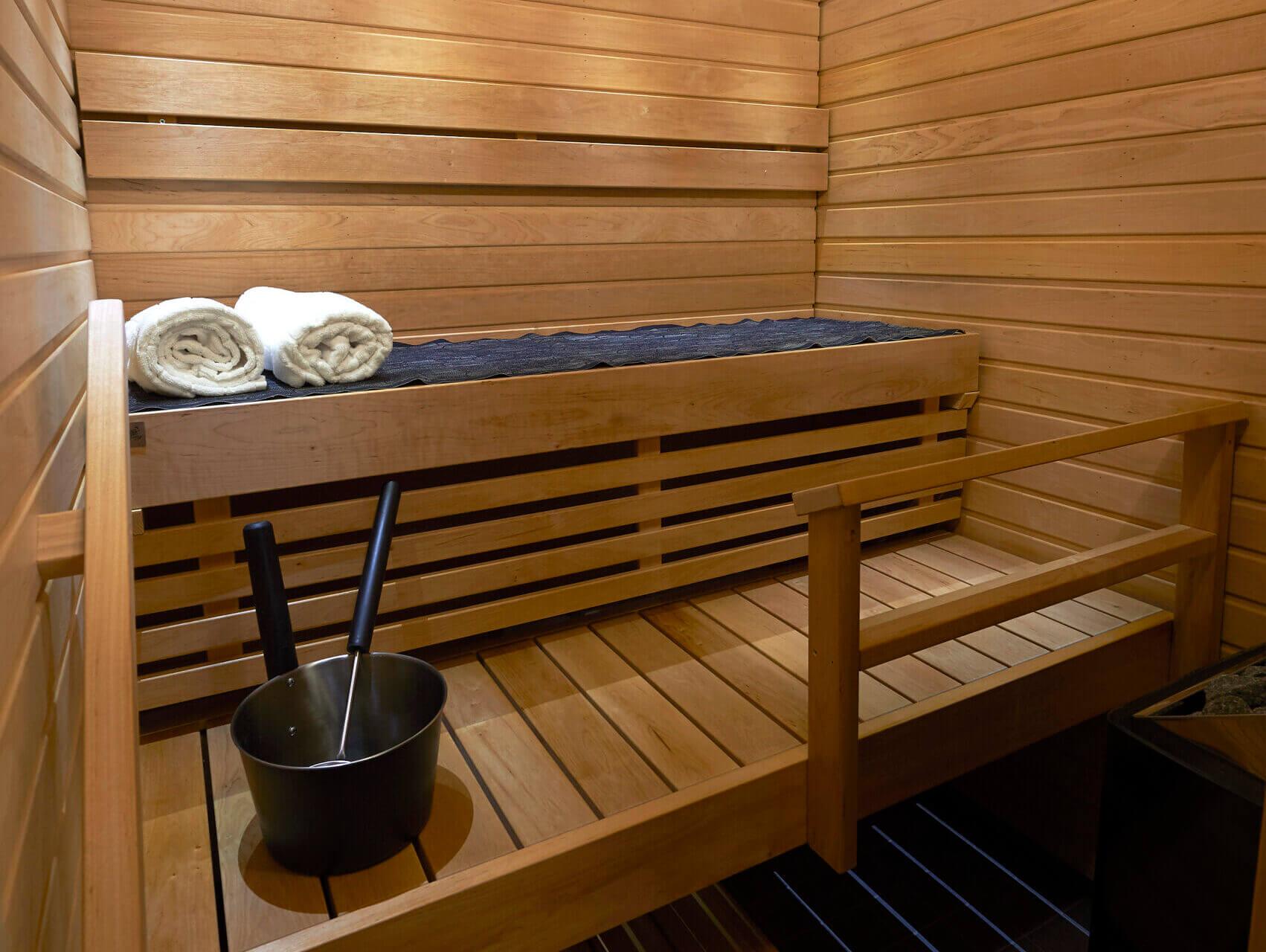 Elegant, kotimaiset saunan lauteet mittatilaustyönä.